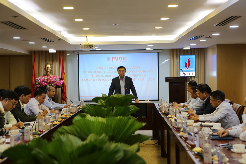 PetroVietnam chairman praises PVOIL for its business effort and development strategy